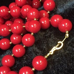 Jewelry - Red and gold beaded necklace N009